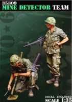 Bravo 6 35309 1/35 US Mine Detector Team (2 figures