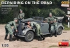 MiniArt 35295 1/35 Repairing on the Road